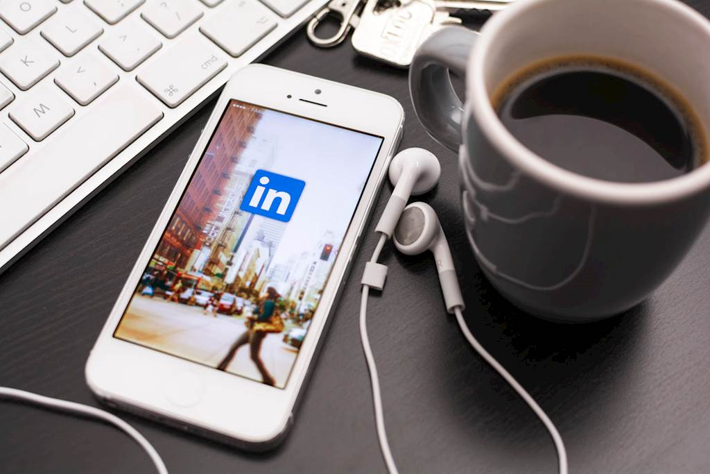How to Connect With Top Influencers on LinkedIn