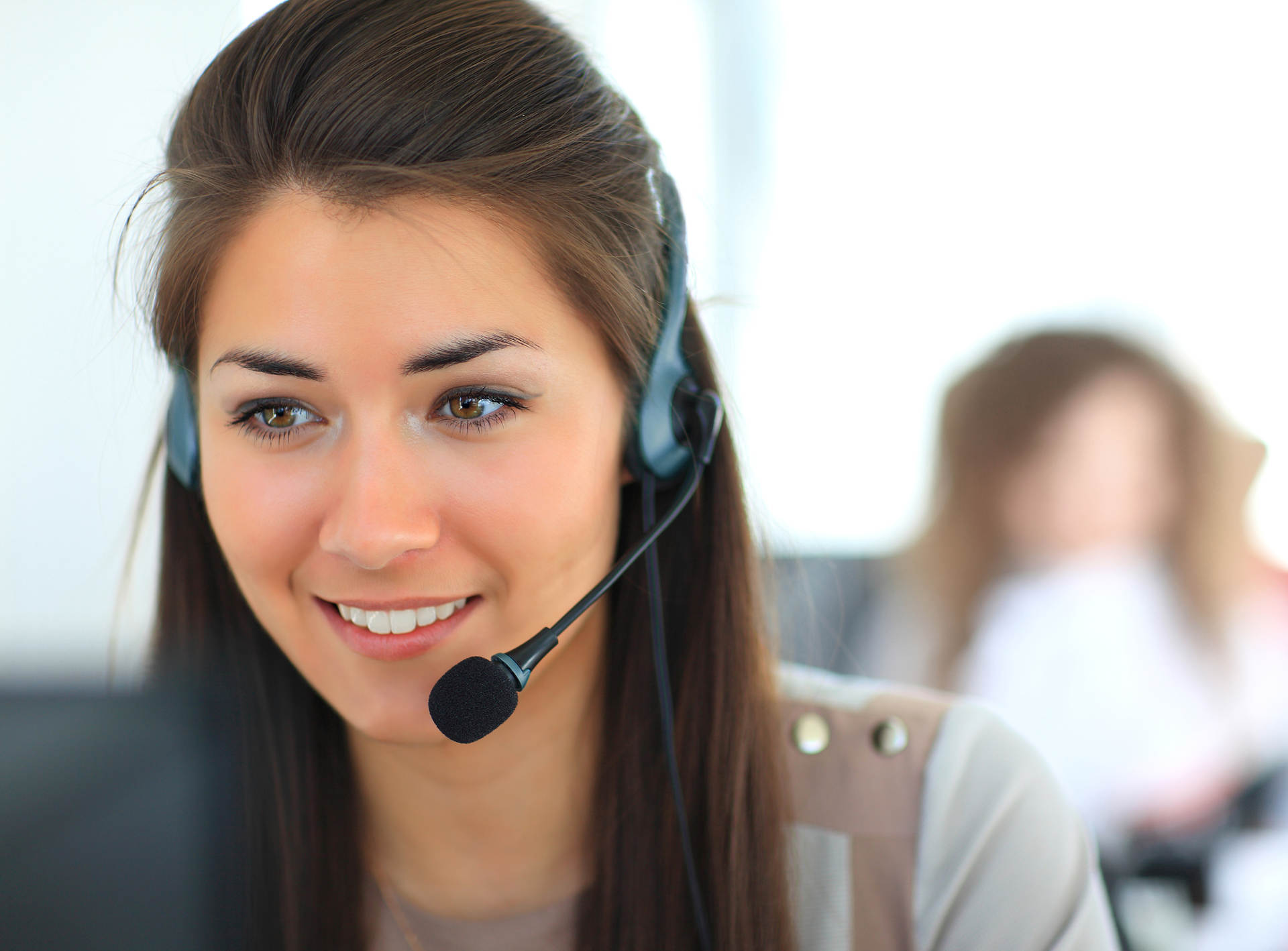 15 Tips to Help Resolve a Customer Problem with the First Call [Infographic]