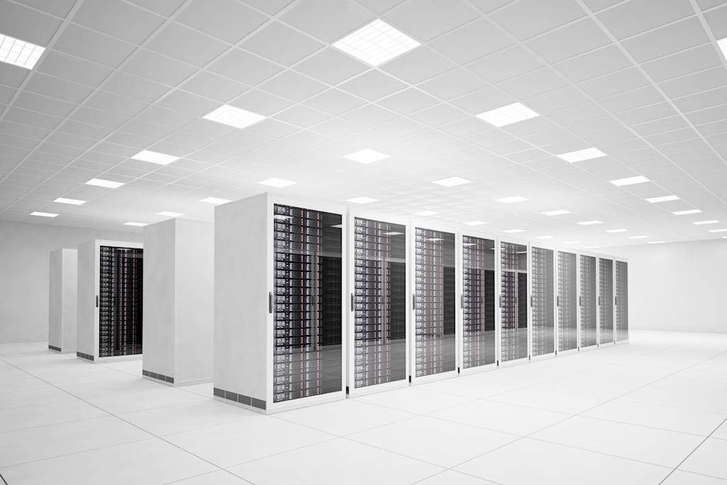 Should Your Business Use a Physical or Virtual Server?
